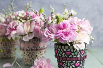DIY Ideas: mosaic flower pots